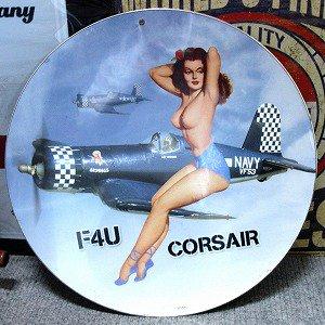 ブリキ看板 ピンナップガールF4U戦闘機