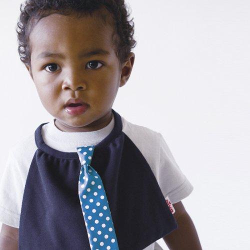 ブルーに白いドットのサテン地ネクタイ付きスタイ(ブラック)
