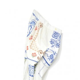 YEAH RIGHT !!  WHITE MESH LINE PANTS(SIZE 2)