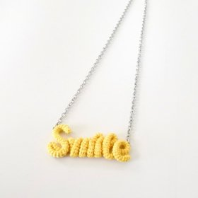"Knitting Vanessa  ""Smile"" ワードネックレス (yellow)"