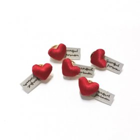 gungulparman  fabric products heart pins