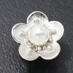 ラペルピン・梅の花モチーフのアコヤ真珠パール6.0mmブローチ(タイタック)