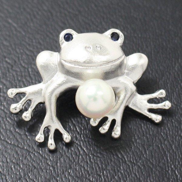 ラペルピン・ピョコっと跳ねるカエルのサファイアとアコヤ真珠パール6.5mmブローチ(タイタック)