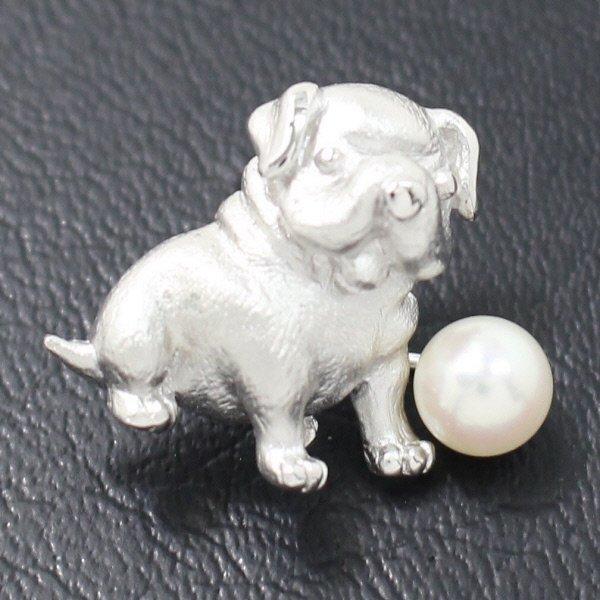 ラペルピン・愛らしいパグ犬とアコヤ真珠パール5.5mmブローチ(タイタック)