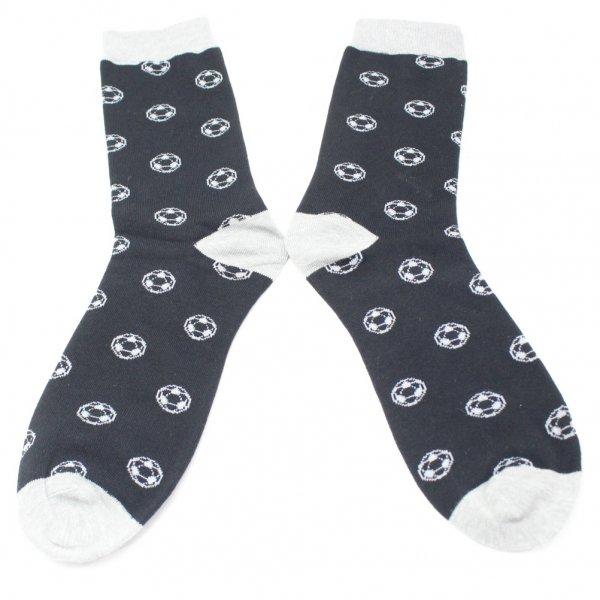 靴下・シュートを決めてサッカーボールのメンズソックス