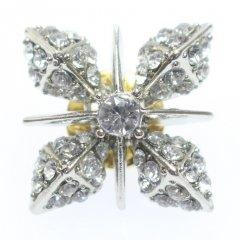 きらきら輝く雪の結晶のラペルピン・ブローチ
