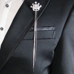 ラペルピン・ロングチェーン×きらきら王冠のラペルブローチ