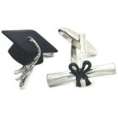 卒業おめでとうの博士帽子と卒業証書のカフス(カフリンクス/カフスボタン)