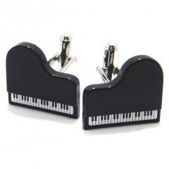 白シャツに映えるブラックグランドピアノのカフス(カフリンクス/カフスボタン)
