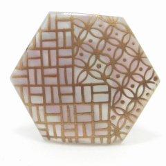 七宝模様と四角の古典柄・白蝶貝のタイタック(ピンブローチ)