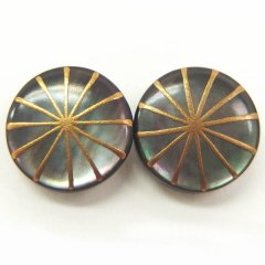 放射・黒蝶貝のボタンダウンピアス