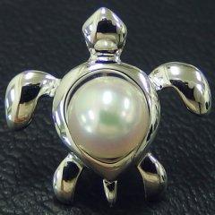 ラペルピン・海亀・アコヤ真珠6.5mmのブローチ(タイタック)
