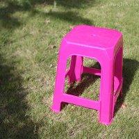 本場タイの屋台 プラスチック製イス ピンク