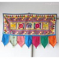 インドの刺繍古布タペストリー トーラン - C