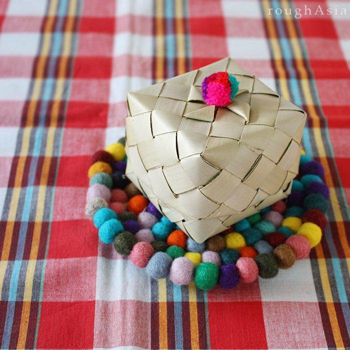 パーム椰子の葉で編んだボックス(ぼんぼん付)/ もち米(カオニャオ)入れ/ティップカオ