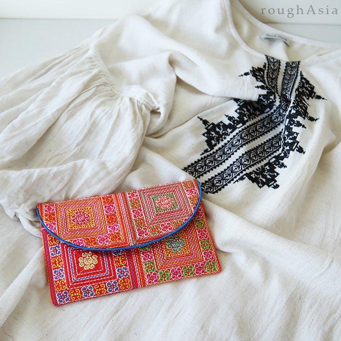 刺繍クラッチポーチ