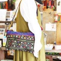 バローチ族(バロチ)の古布とグドゥリー刺繍のショルダーバッグポーチ 3色