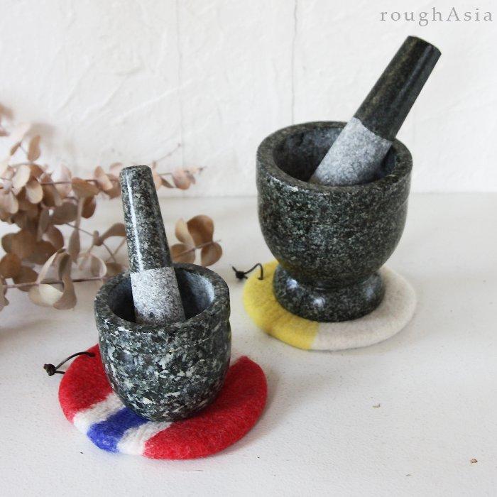 モンゴルの羊毛フェルト 石うすマット(鍋つかみ)