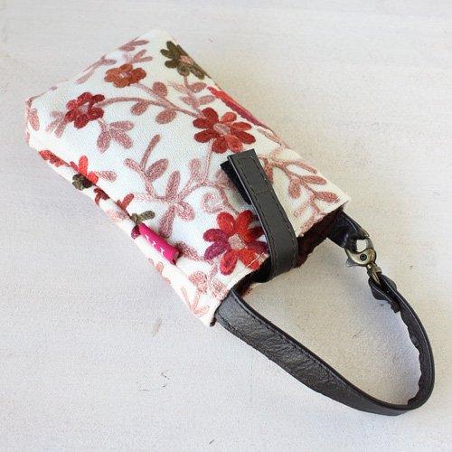 【roughAsia】 オリジナル カシミール刺繍 携帯ポーチ - オフホワイト