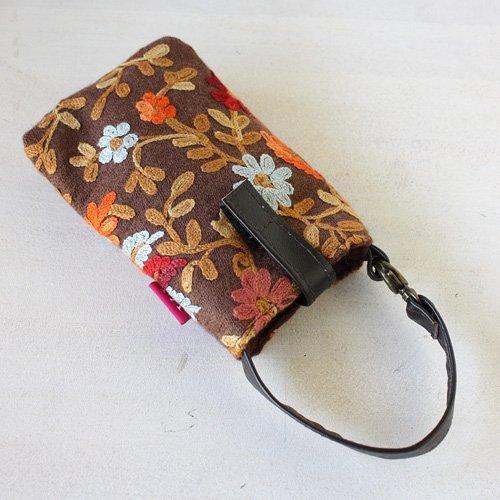 【roughAsia】 オリジナル カシミール刺繍 携帯ポーチ - ブラウン