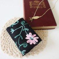 【roughAsia】オリジナル カシミール刺繍柄カードケース -グリーン