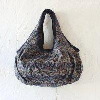 【roughAsia】カンタ刺繍(ラリーキルト) まん丸ショルダーバッグ(シルク) −NV-01