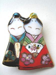 雛人形の七宝焼ブローチ (6)