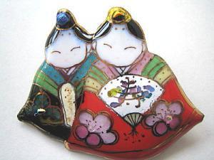 雛人形の七宝焼ブローチ (8)