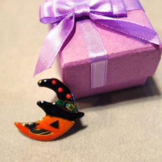 ハロウィンの三日月オバケの七宝焼ピンブローチ(ピンバッジ)