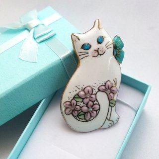 ブローチ ねこ2019 (お花と白猫)