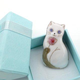 ねこの七宝焼ピンブローチ(ピンバッジ) バラと白猫