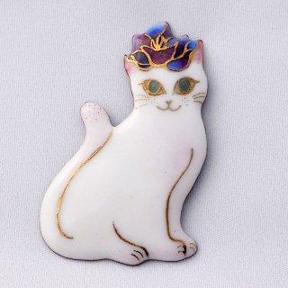 ブローチ バラのティアラをつけた白い猫