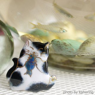 お魚大好き!黒白猫の七宝焼ブローチ