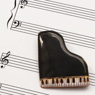 ピアノ[黒]の七宝焼ブローチ ※文字あり・なし両方対応