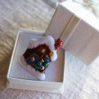 クリスマスのお家の七宝焼ピンブローチ(ピンバッジ)