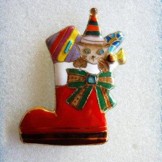 クリスマスのプレゼントブーツの七宝焼ブローチ