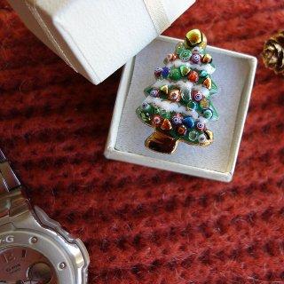 クリスマスツリーの七宝焼ピンブローチ(ピンバッジ) 2雪