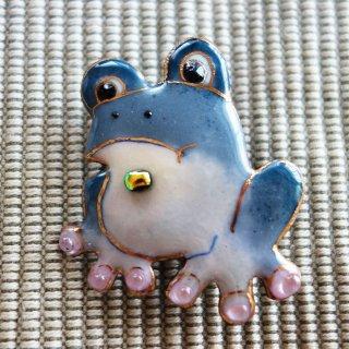 カエルの七宝焼ブローチ
