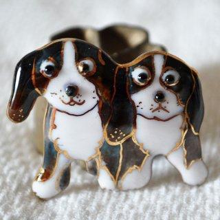 2匹の犬の七宝焼ブローチ (BD-3)
