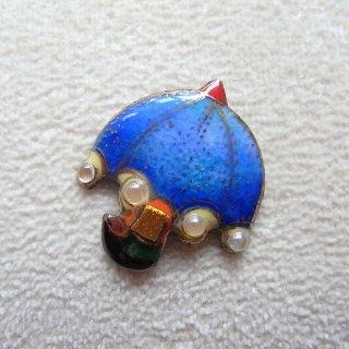 青いパラソルの七宝焼ピンブローチ(ピンバッジ)