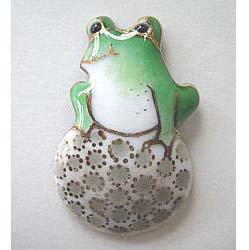カエルの七宝焼ピンブローチ(ピンバッジ)  ゴルフボール