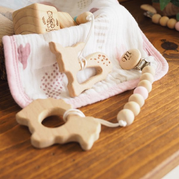 オリジナル 木製ベビークリップ & 歯固め シープ 名入れセット イニシャル おしゃぶりホルダー