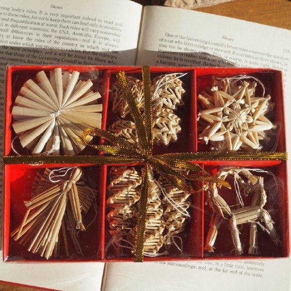 ストローオーナメントセット 天使とトナカイ・松ぼっくり 20pcs 赤紙箱S 6cm  白糸 クリスマス
