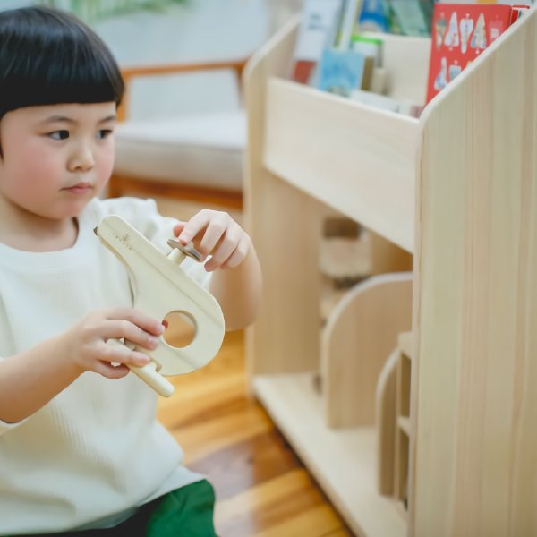 [IKONIH アイコニー ] 絵本棚 木製 檜 ひのきのブックシェルフ 日本産ひのき