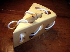[Kremers クレマーズ] チーズとネズミのひも通し