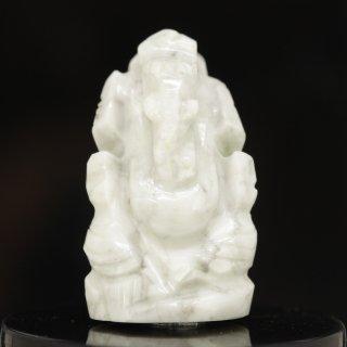 ハウライト・ガネーシャ神像(約11グラム、高さ約3.2cm)