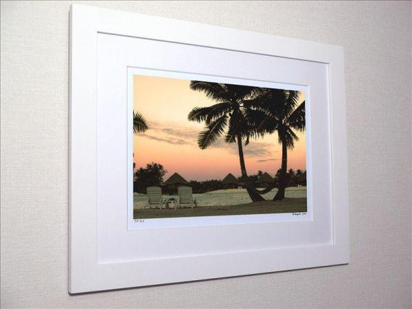 《アートフォト》タヒチ ボラボラ島 ヤシの木とビーチと夕焼け(レンタル対象)