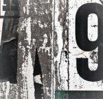 【キャンバスパネル】アートパネル 古びたポスターが貼られた恨みの町