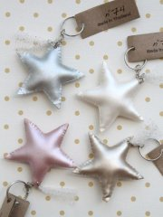 Numero 74 Iridescent Star Key Chain (ヌメロ スターキーホルダー)