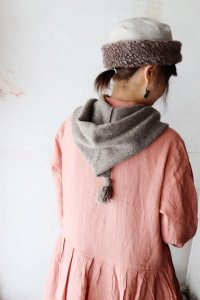 KL×Natural Color Wool フーデッドマフラー(Vlas Blomme)<img class='new_mark_img2' src='https://img.shop-pro.jp/img/new/icons8.gif' style='border:none;display:inline;margin:0px;padding:0px;width:auto;' />